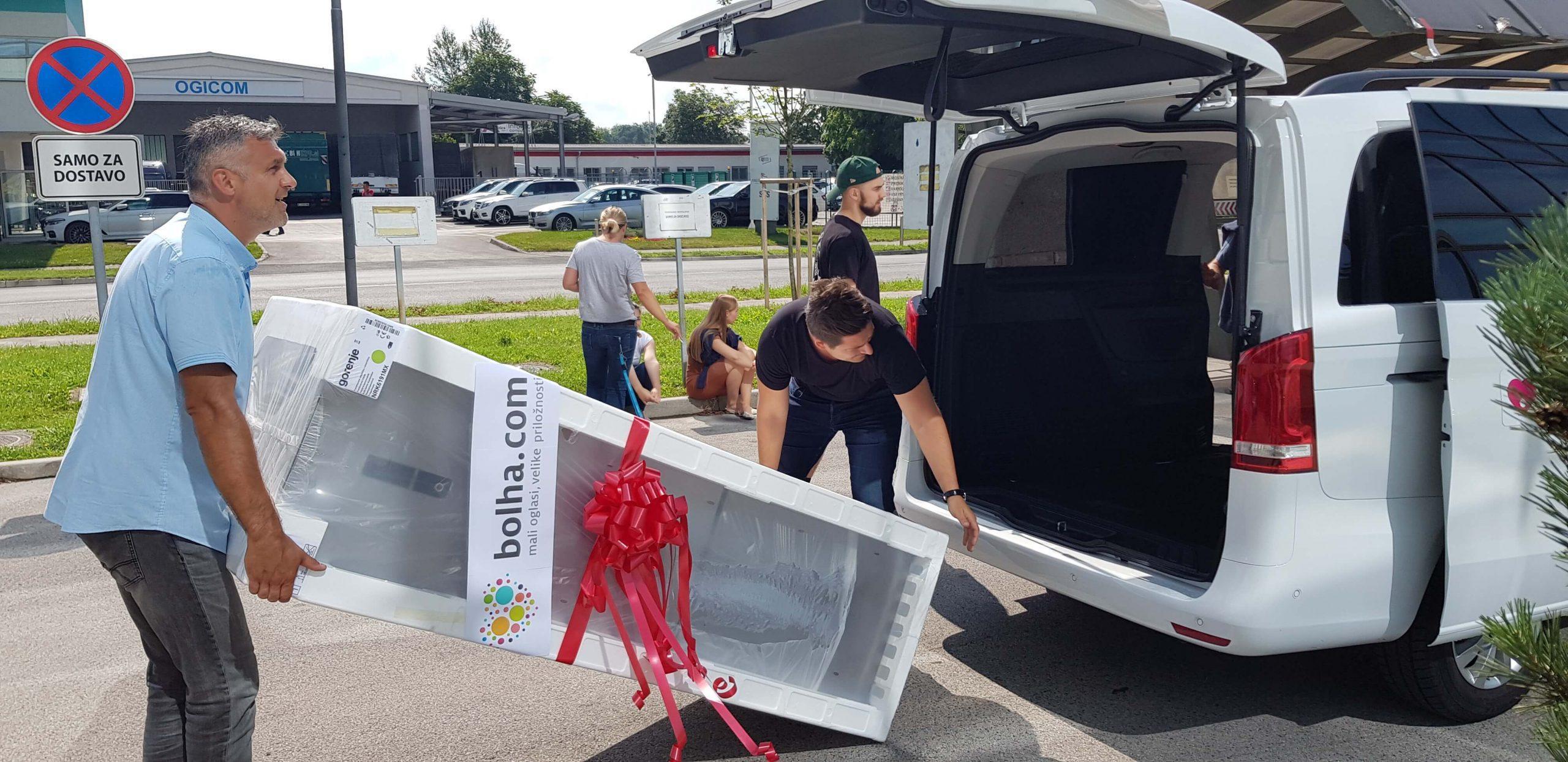 Podarili smo velik hladilnik