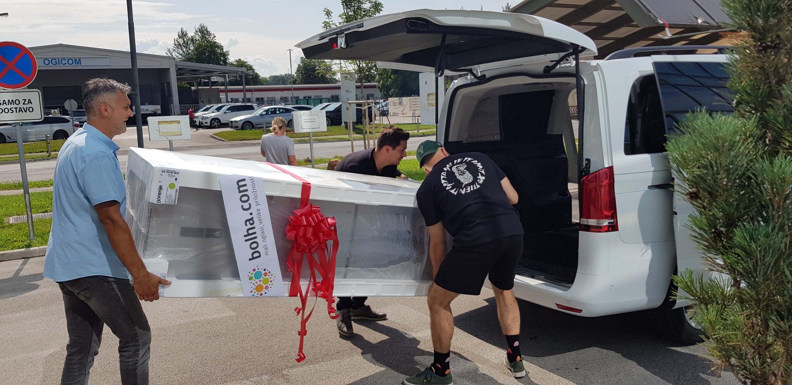 Podarili smo velik hladilnik 10